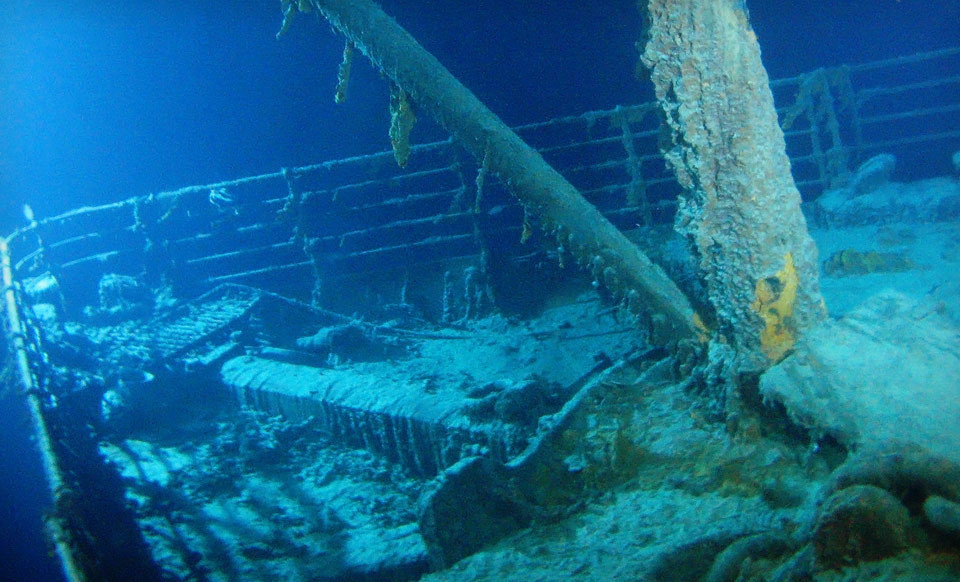 a history of the titanic tragedy in the north atlantic ocean