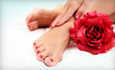 Shellac manicure resists chips and scratches for up to 14 days;
