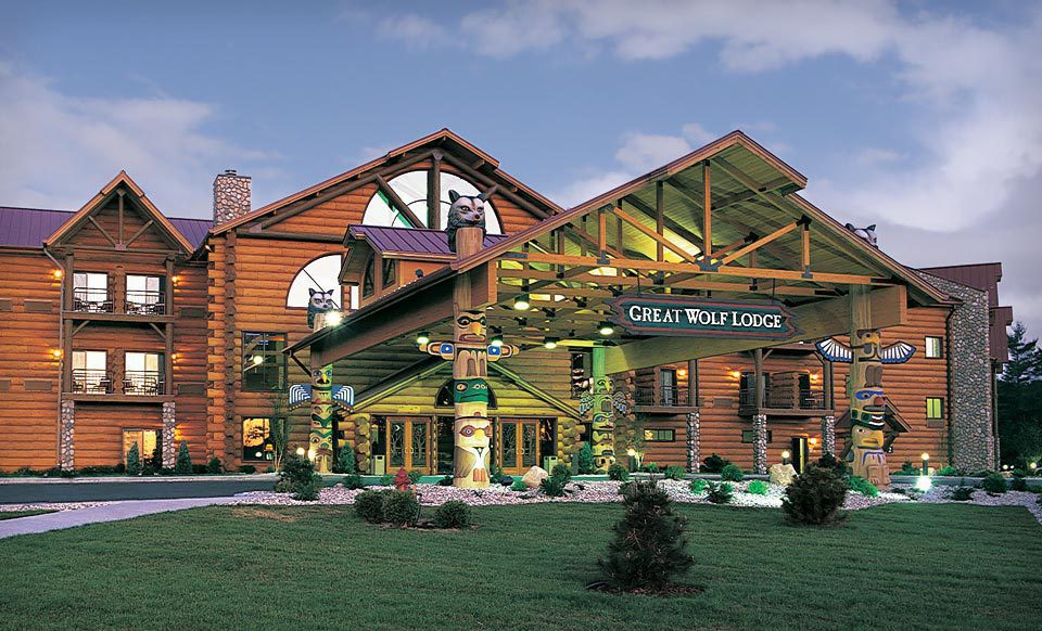 Come stay at Great Wolf Lodge Mason, OH! Near Cincinnati and Indianapolis, IN, our resort offers indoor waterpark fun and dry-land adventures for the entire family. Enjoy kid-friendly activities dining options, an adult-friendly wine down service, and more all under one roof.