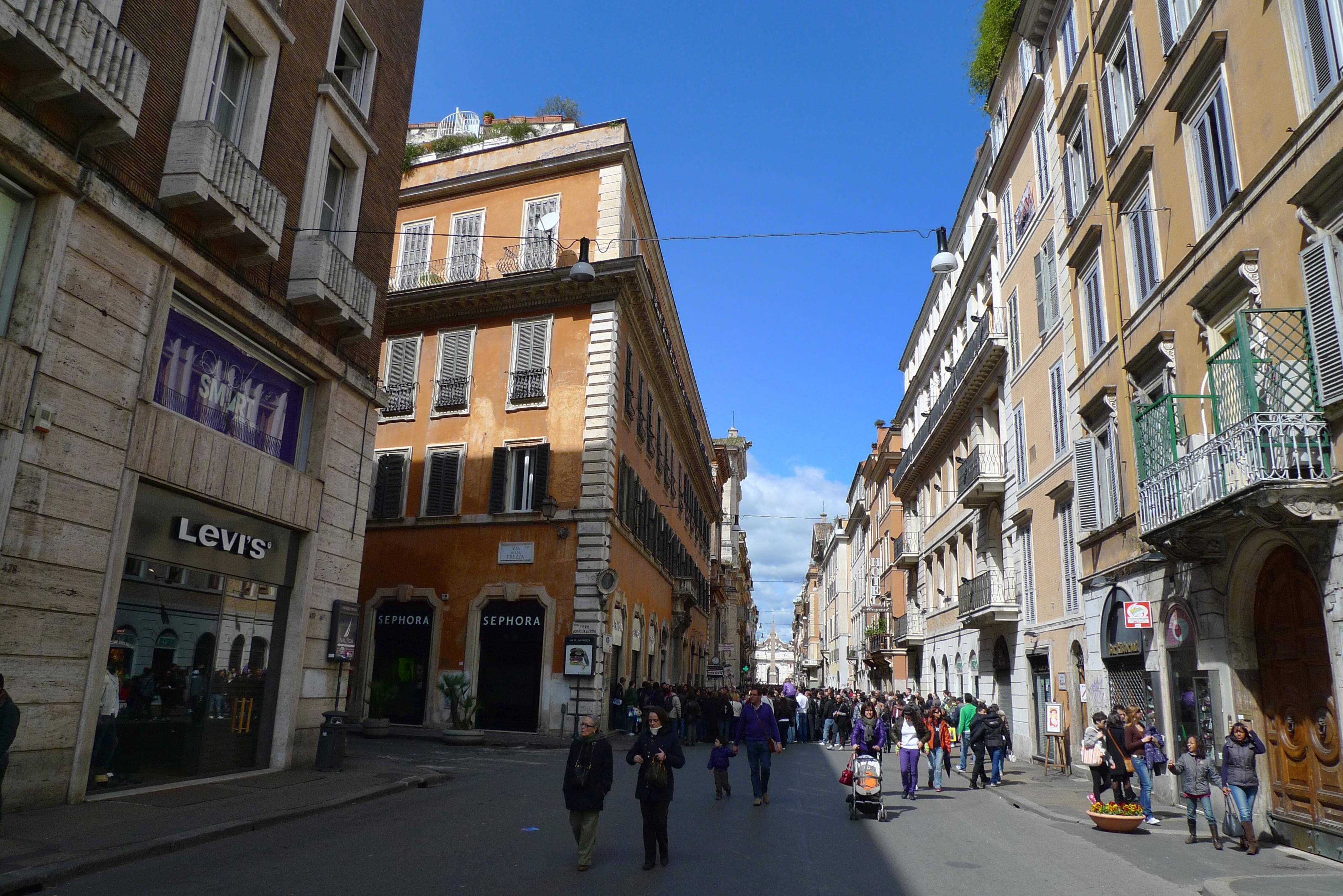 Dove fare shopping a roma vicino a via del corso for Corso grafica roma