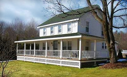 Mariaville Lake Bed & Breakfast: 2-Night Weekend Stay for Up to 4 Guests in The Carriage House or Lake House - Mariaville Lake Bed & Breakfast in Pattersonville
