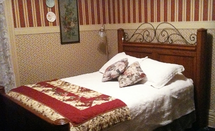 The English Rose Inn Bed and Breakfast: 1-Night Stay for 2 in the Bath Suite or Marlborough Suite, Plus a Wine and Cheese Platter - The English Rose Inn Bed and Breakfast in South Bend
