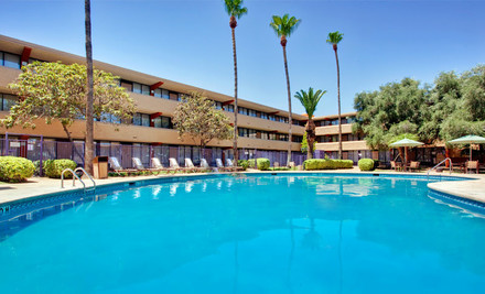 Tucson: One- or Two-Night Stay with Welcome Drinks at Holiday Inn Hotel & Suites Tucson Airport-North in Tucson, AZ