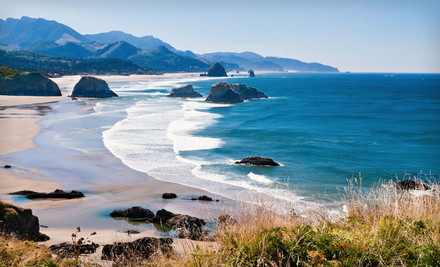 Portland: Two-Night Stay at Sandy Cove Inn in Seaside, OR