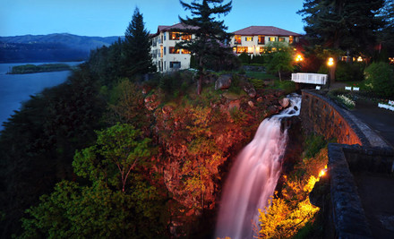 Portland: One- or Two-Night Stay at Columbia Cliff Villas in Hood River, OR