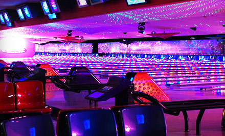 Los Angeles: $25 for Bowling for Four with Shoe Rentals at Pinz Entertainment Center (Up to $88 Value)