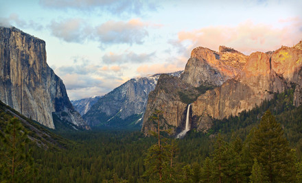 Los Angeles: Two-Night Stay at Yosemite View Lodge near Yosemite National Park