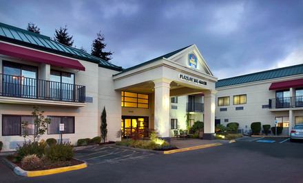 Seattle: One- or Two-Night Stay with Optional Golf Package at the Best Western Plus Plaza by the Green in Kent, WA